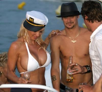 помела андерсон на яхте